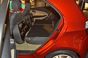 Увеличение вместимости багажника микровэна за счет сложения задних сидений
